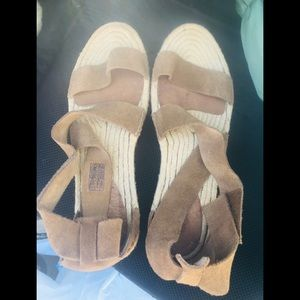 Ugg sandals . Like new. Size 9.